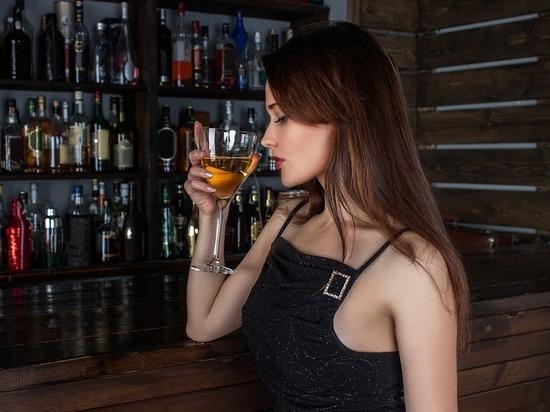 Ученые выявили опасность белого вина для женщин
