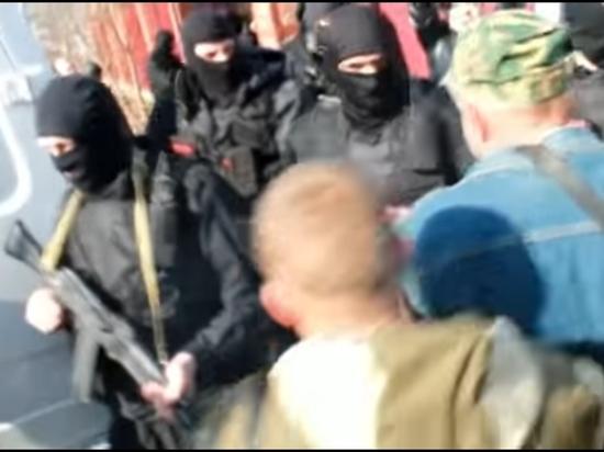 ВБиробиджане толпа попробовала отбить у служащих Росгвардии местного оппозиционера