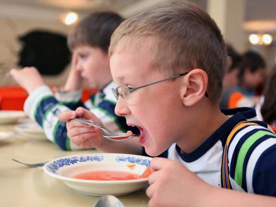 Что едят дети: за питание в школе ответит директор