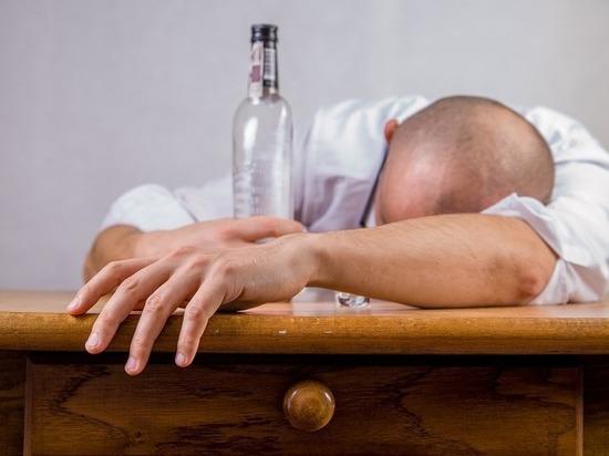 Медики объявили, что пить алкоголь залпом опасно для жизни