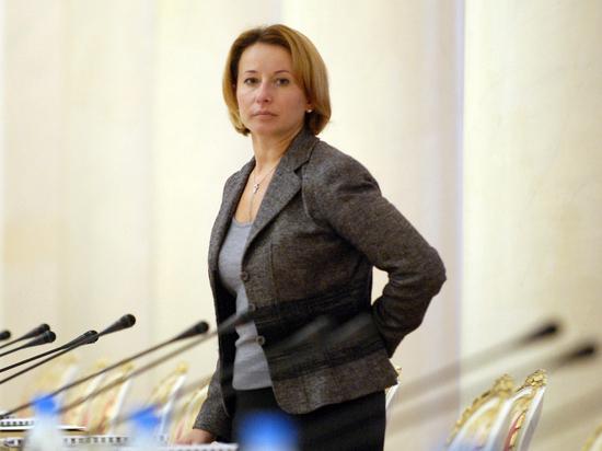 """Тимакова отказалась """"заочно полемизировать"""" с """"Левадой"""""""