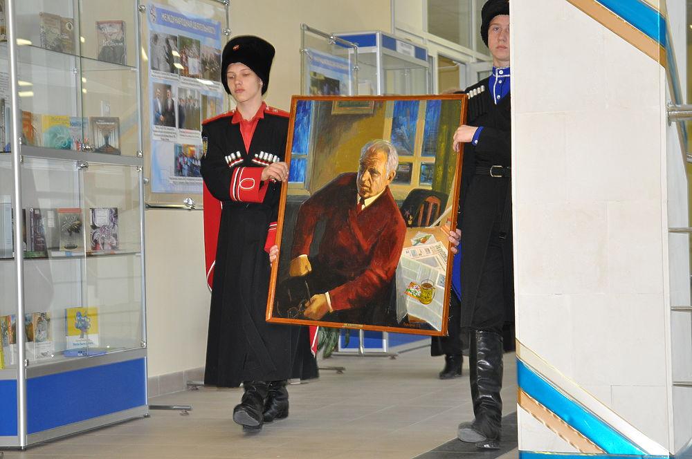 В дар Волгограду передали картины художников из Ставрополья