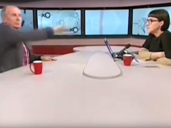 """Веллер швырнул микрофон и чашку в ведущую """"Эха Москвы"""""""