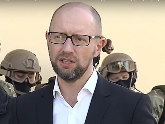 Интерпол отказался объявить Яценюка в розыск за преступления в Чечне
