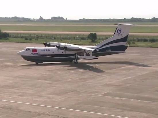 Китай испытал крупнейший в мире самолет-амфибию AG600