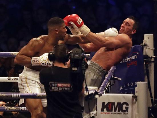 Джошуа нокаутировал Кличко: эпоха украинского боксера закончилась в чемпионских раундах