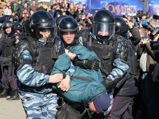 Путин рассказал о либеральном подходе полиции к разгону митингов