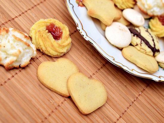 Ученые отыскали гормон, который делает людей сладкоежками