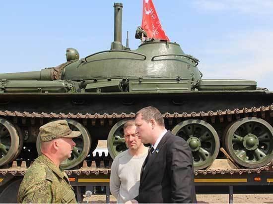 Три танкиста, три веселых друга - экипаж машины боевой