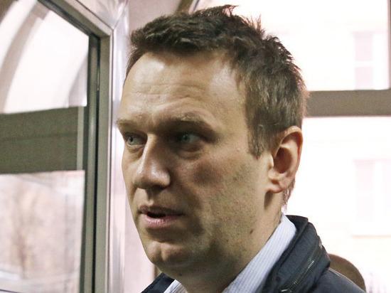 Навальный получил загранпаспорт для выезда на лечение
