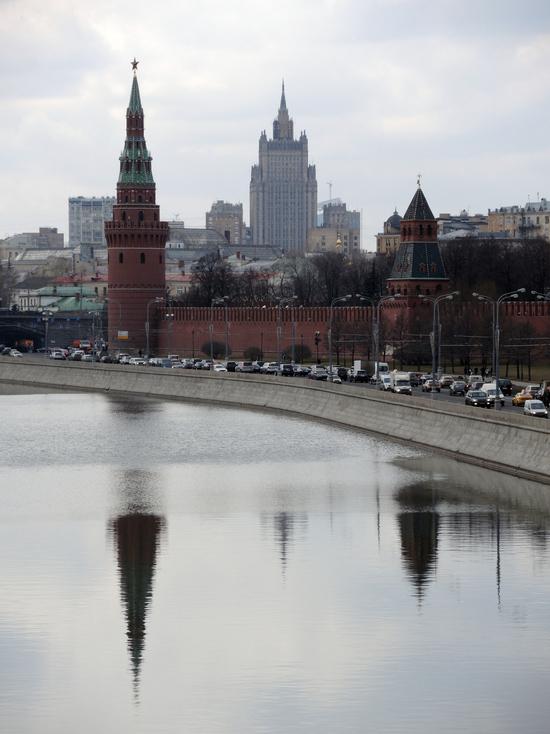 СМИ узнали об идее введения в России аналога американской грин-карты