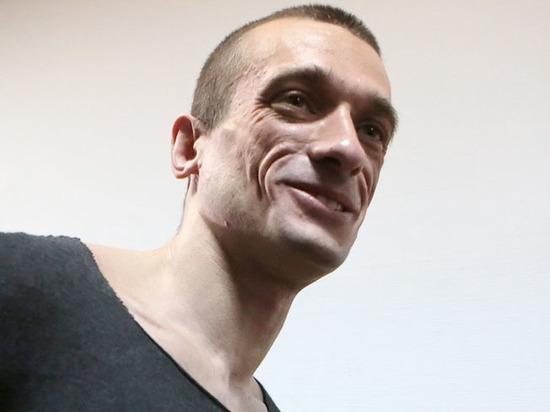 Павленский получил убежище во Франции