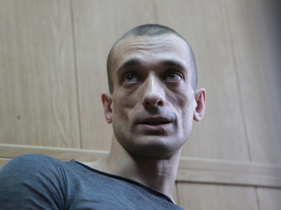 Жена Павленского подтвердила предоставление ему убежища во Франции