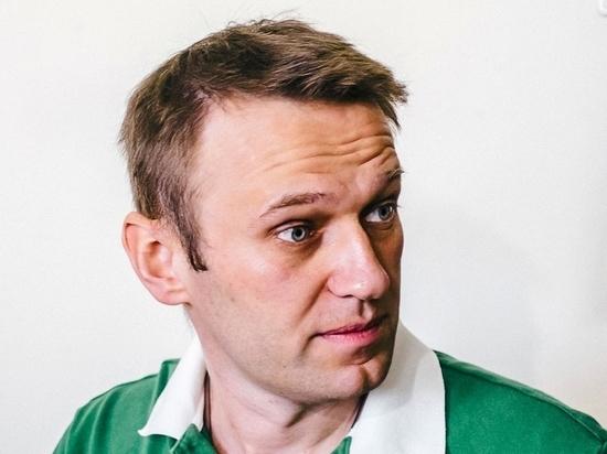 Сторонника Навального задержали в метро за наклейку без разрешения