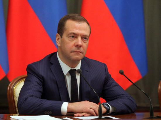 Медведев потребовал от «Единой России» «нормального уровня жизни» для пенсионеров
