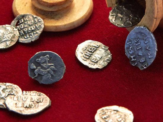 Внутри шахматной фигуры археологи обнаружили клад времен Ивана Грозного