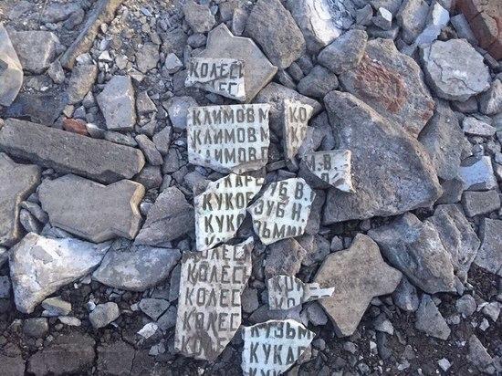 Яму в Омской области засыпали табличкой с именами героев ВОВ