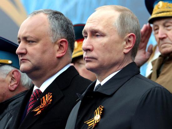 Молдавское вино вернули после посещения Додоном парада на Красной площади