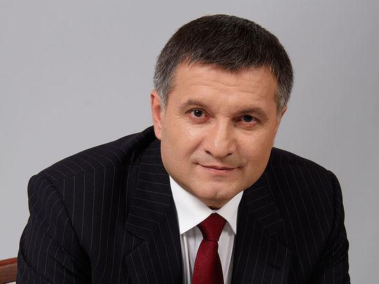 Глава МВД Украины Аваков сознался в хранении советской символики