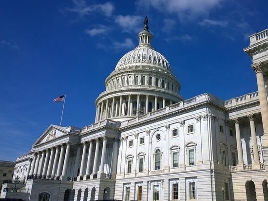 Бьют по Флинну, метят в Трампа: сенат «прижимает» соратников президента