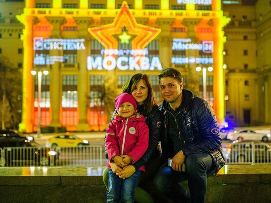 Световое шоу на Моховой улице рассказало о Победе