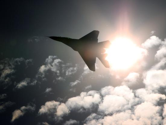 """Минобороны назвало """"маневром приветствия"""" сближение Су с американским самолетом"""