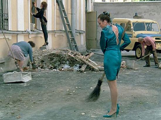 Общественники предложили заменить дворников проститутками