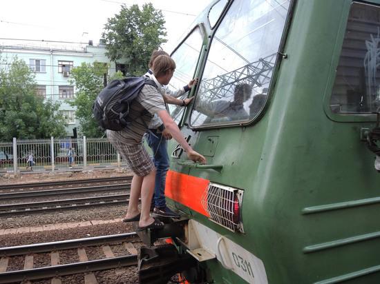 Подросток получил удар током на железной дороге в Москве