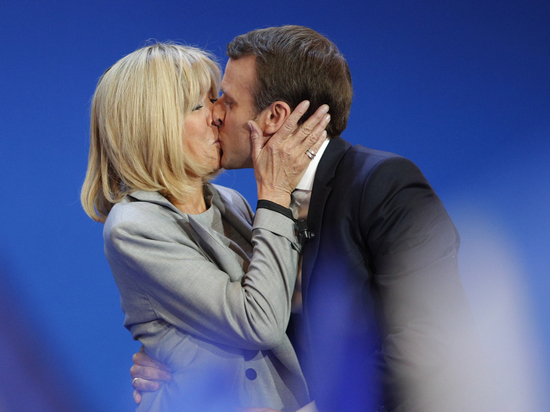 Как президента Эмануэля Макрона защищает его жена