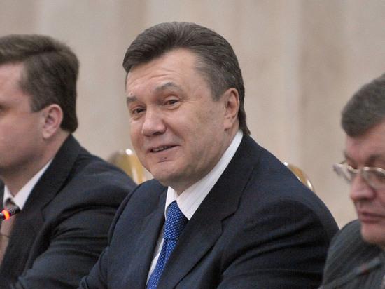 Янукович пообещал лично допросить Порошенко и Яценюка
