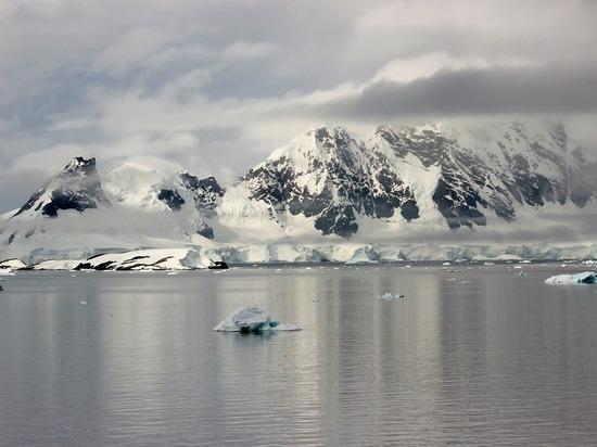 Россиянин обнаружил в Антарктиде космический корабль инопланетян