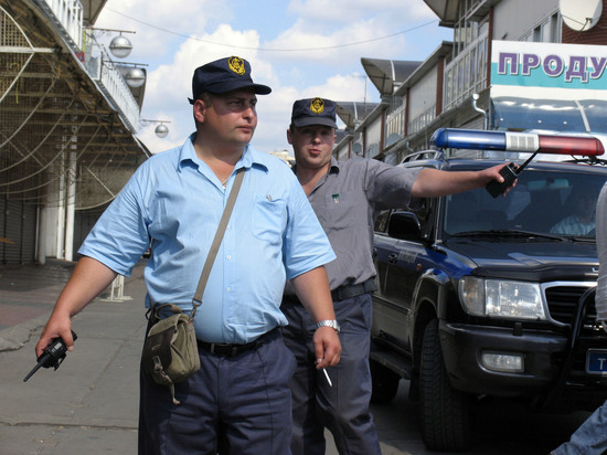В Госдуме предложили избавиться от охранников в магазинах