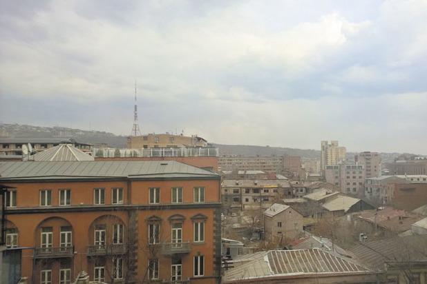 Сложности жизни в Армении: в блокаде, перманентной войне и коррупции