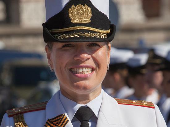 Полковник Олеся Бука отвлекла коленками Запад от супертехники
