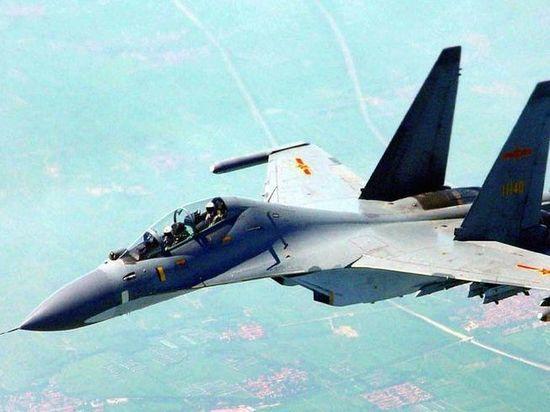 Два китайских истребителя перехватили американский военный самолет