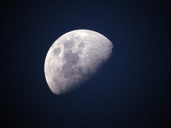 Луна объявлена базой инопланетян, населенной тысячами пришельцев