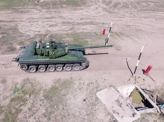 """Порошенко отправил в Донбасс """"красавцы-танки"""" Т-80"""