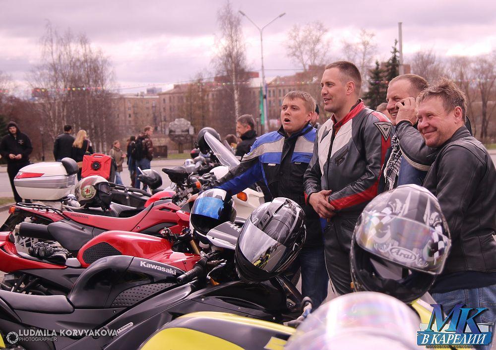 Себя показали и на других посмотрели. Встреча любителей мототехники прошла в карельской столице.