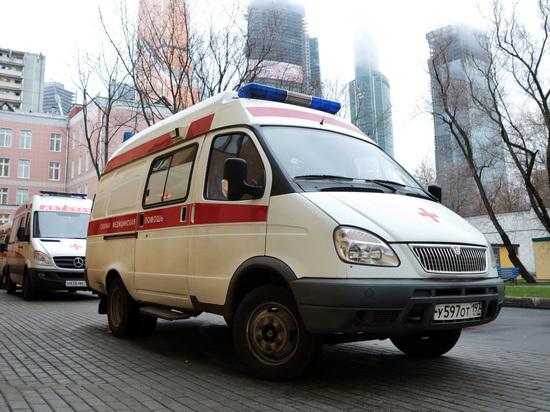 В Москве двое приятелей упали в смотровую яму, один погиб