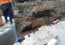 Рабочие повредили царский мост, найденный в центре Москвы