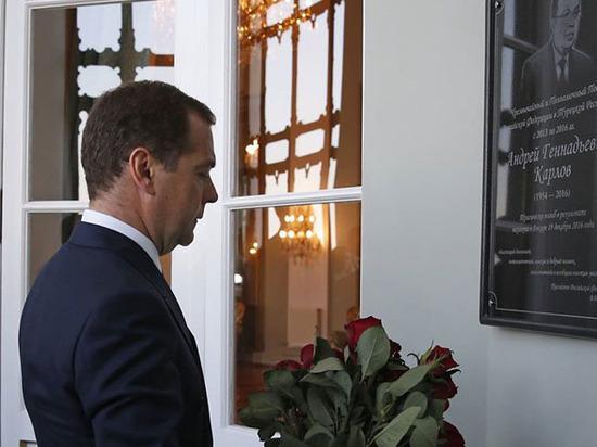 Медведев в Стамбуле пообещал туркам торговлю в «одно окно»