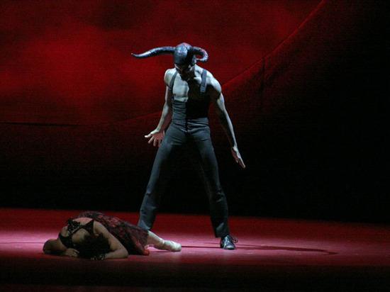 """Под звуки """"Волшебной флейты"""" в Москве открывается Чеховский театральный фестиваль"""