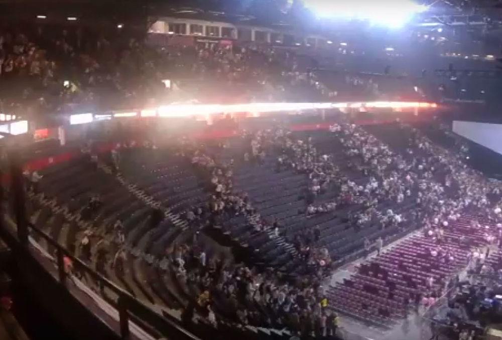 В ночь на вторник на концерте певицы Арианы Гранде в Манчестере прогремел взрыв. Погибли 22 человека, около 60 попали в больницы с ранениями.