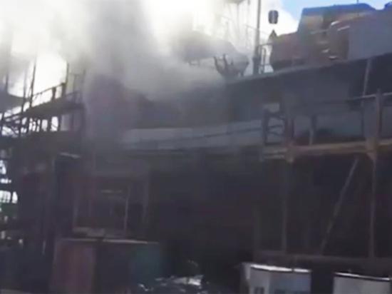 В Николаеве вспыхнул корабль украинских ВМС