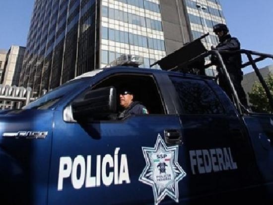 В Мексике полицейские дали толпе избить россиянина