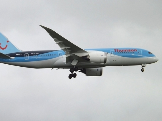 Загадочный инцидент на борту британского самолета: стюардессы потеряли сознание
