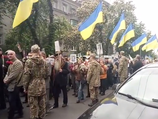 """Украина предложила заменить """"ФСБшный"""" """"Бессмертный полк"""" 9 мая """"Несокрушимой нацией"""""""