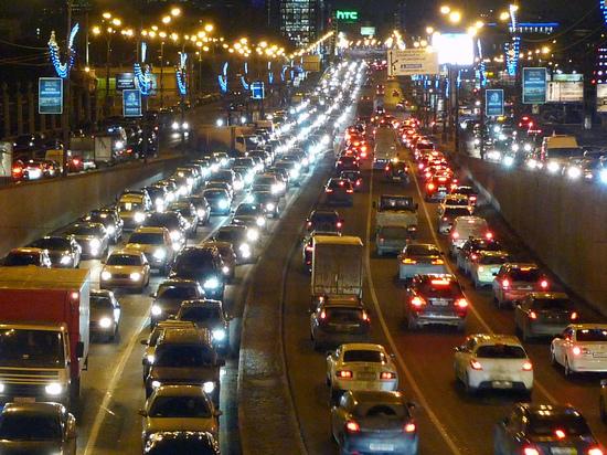Здравствуй, пробка, Новый год: заторы в Москве достигли девяти баллов