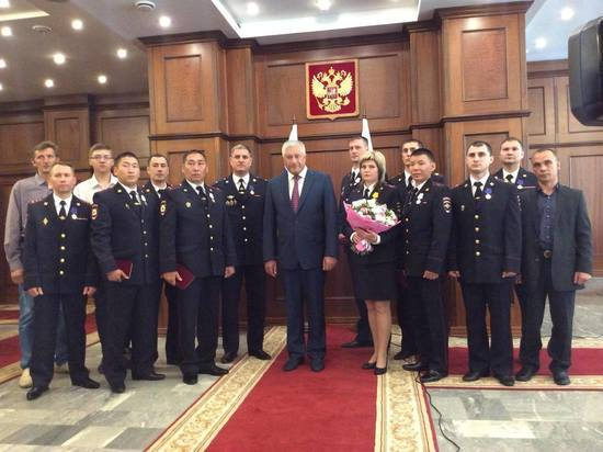 Колокольцев наградил сотрудников МВД, рисковавших жизнью ради спасения граждан