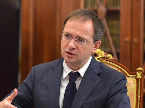 «Околополитическая истерия»: Мединский прокомментировал обыски у Серебренникова